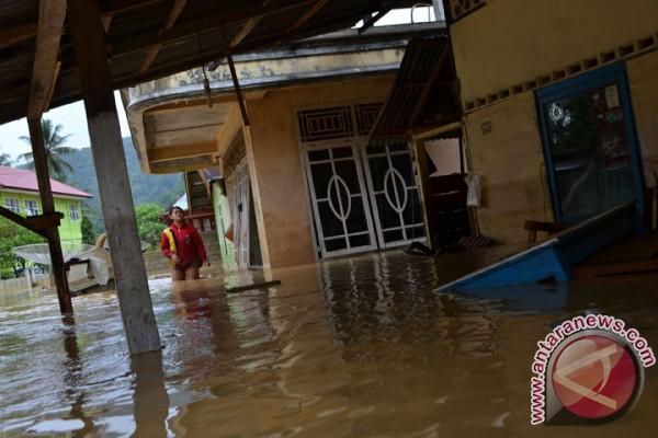 pejabat-di-daerah-banjir